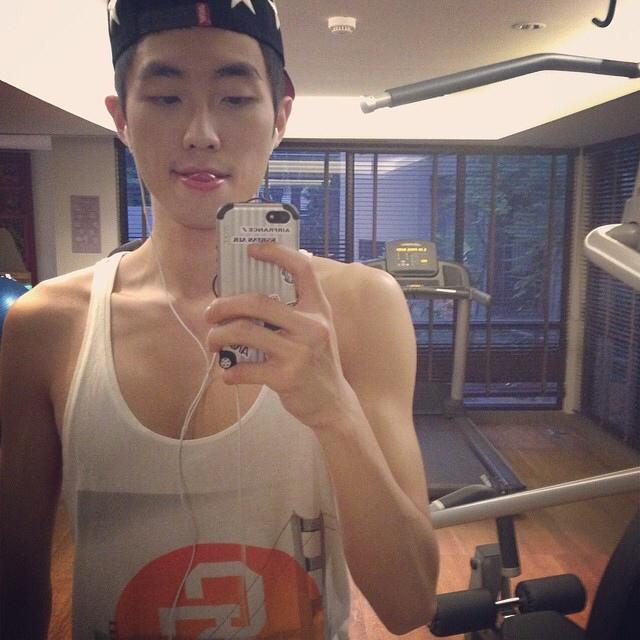 微博上疯传的健身房帅哥自拍-韩国帅哥生活照