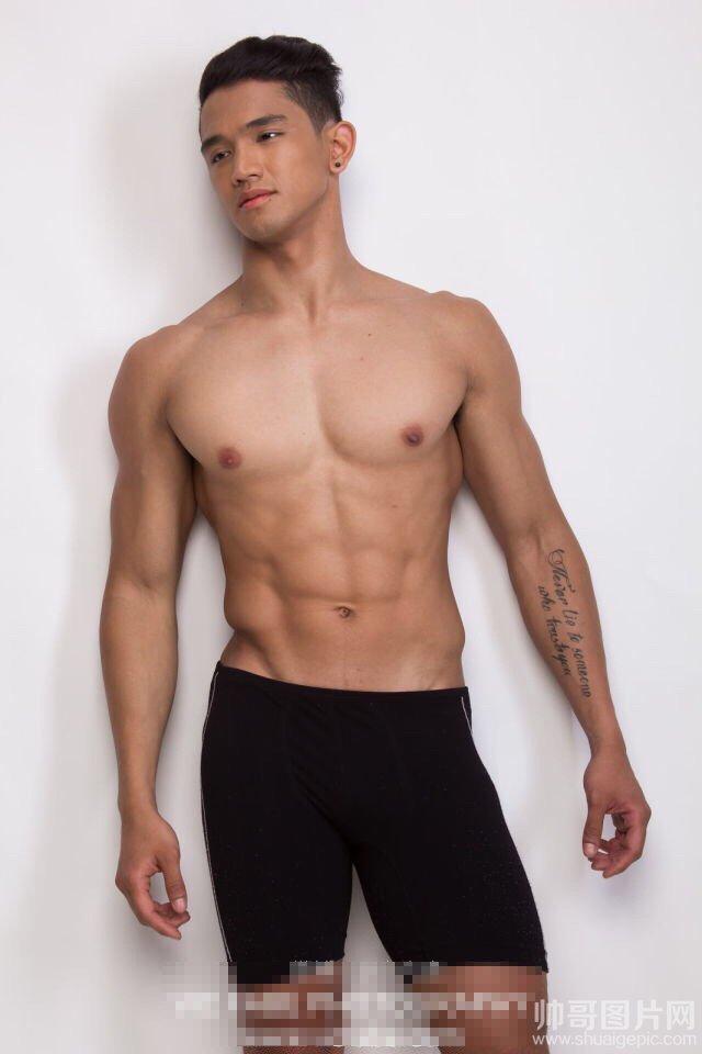 好看的肌肉男图片-史上最强肌肉男被虐图片