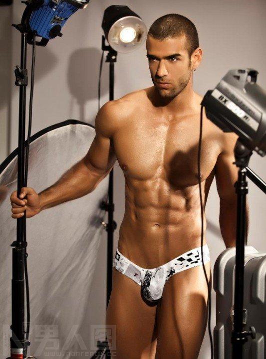 男人的大香肠图片-男模摄影灯光布置-人体男模特