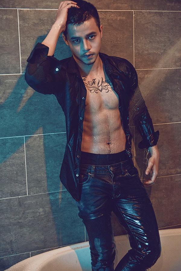 肌肉帅哥浴室洗澡图片猛男湿身胸肌腹毛超性感
