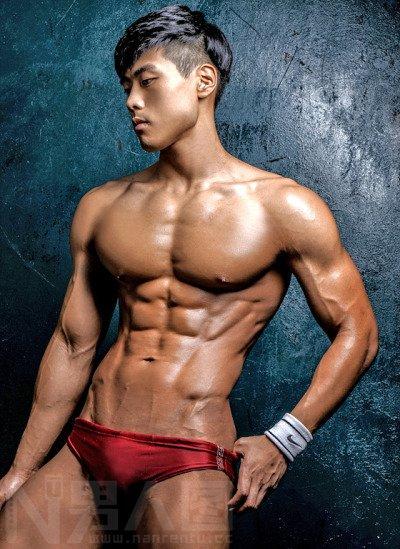 男人什么时候下面会硬-肌肉男穿红色内裤意义