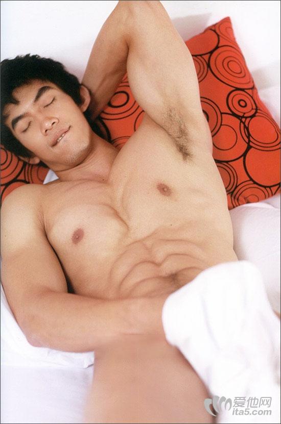 东方男模大块头肌肉帅哥勃起自玩-男人床上玩什么