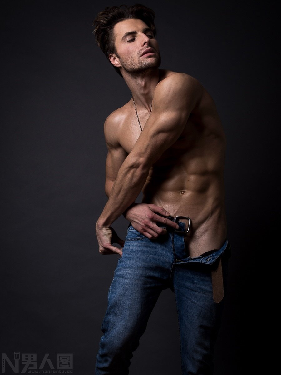 高清帅气肌肉男图片-欧美帅哥男模走光露鸟照