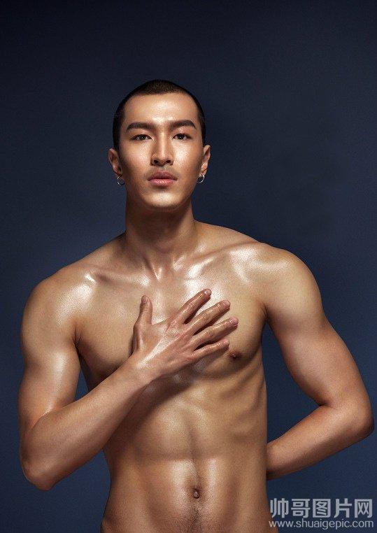 健美肌肉男照片-男模摄影