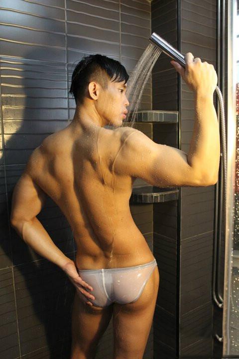 身材好的肌肉帅哥洗澡全裸诱惑
