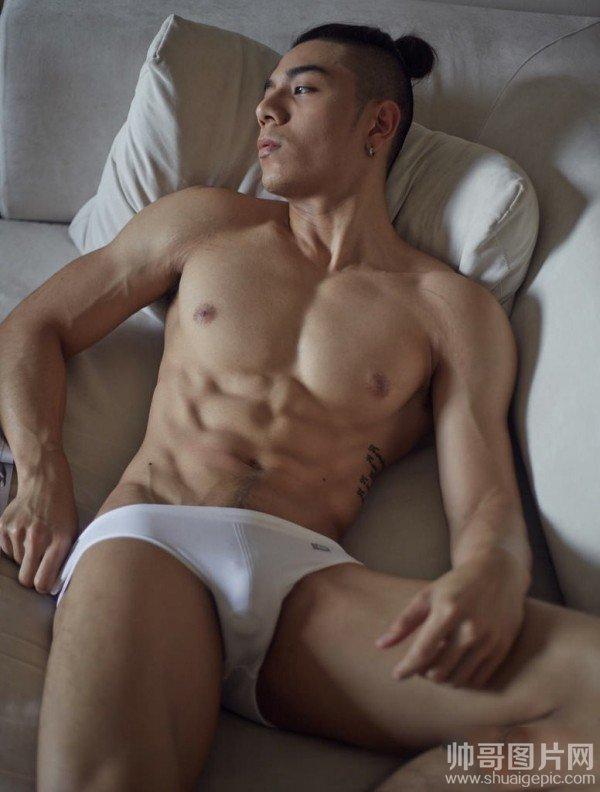 肌肉男图片大全 没穿衣服的帅哥图片