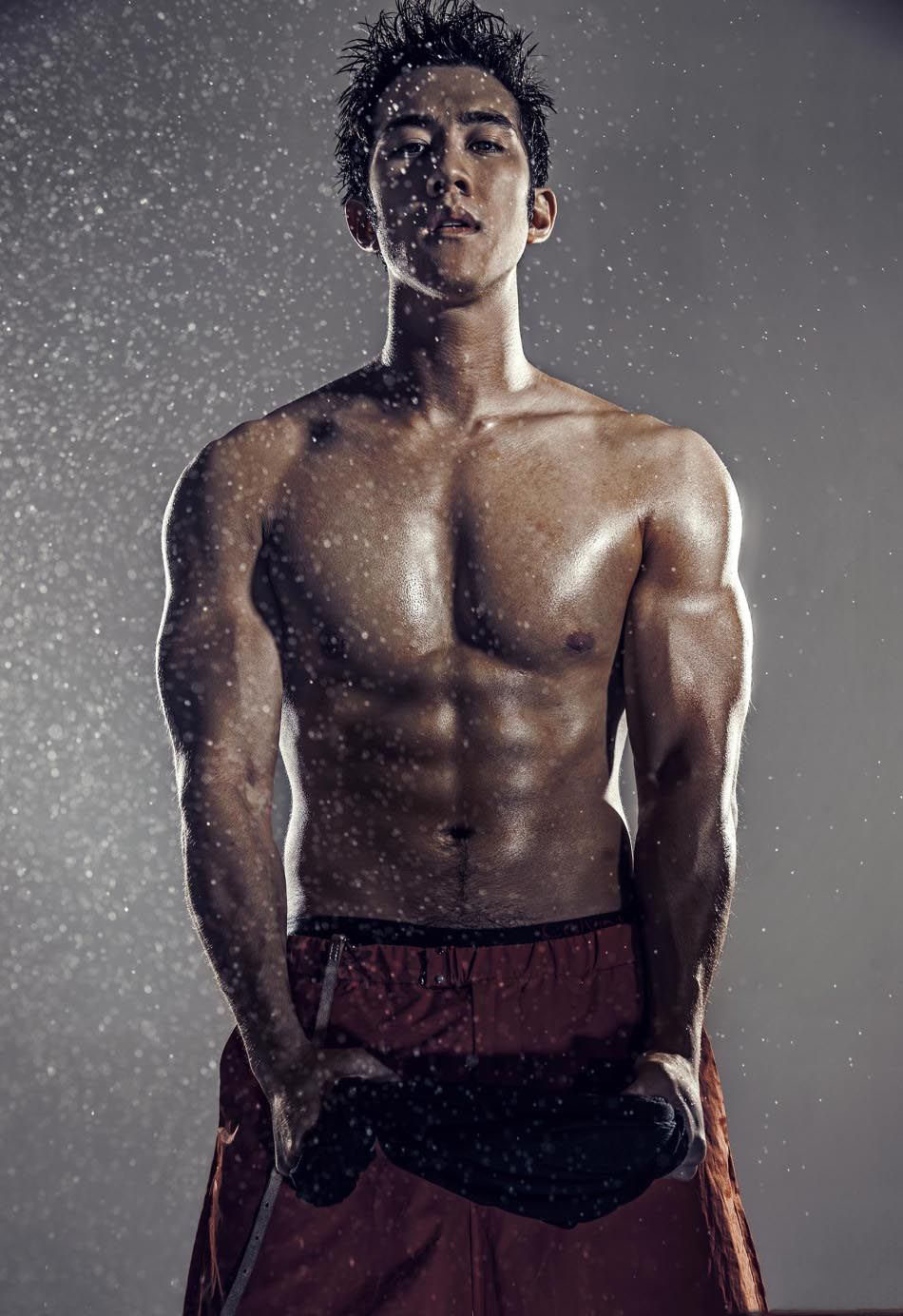 李治廷肌肉照大全 大尺度肌肉照露性感腹毛