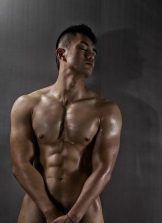 性感帅哥全身纹纹身图案,胸肌太大被摸