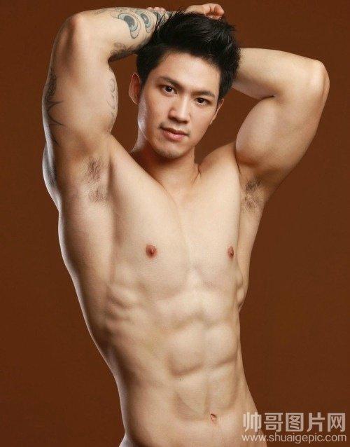 八块腹肌的猛男体艺术图片-肌肉男模激凸男人那东西图片