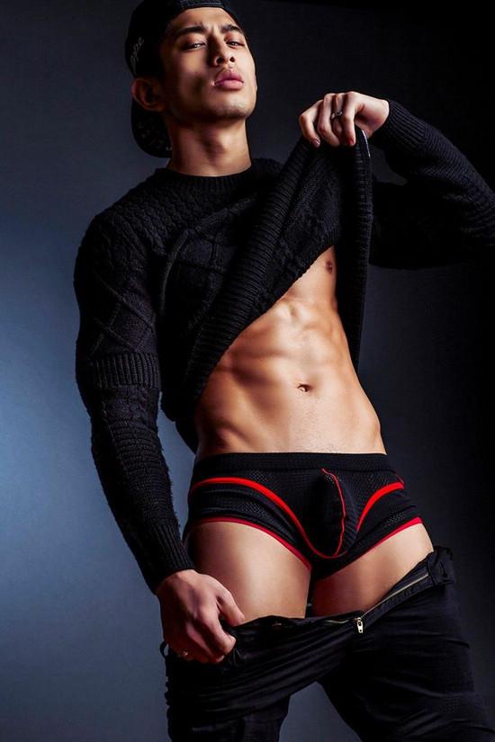 身材好的帅哥 穿内裤激凸一大包好吓人