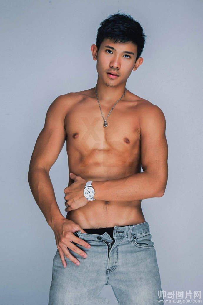 肌肉型男帅哥生活照-东方男模写真