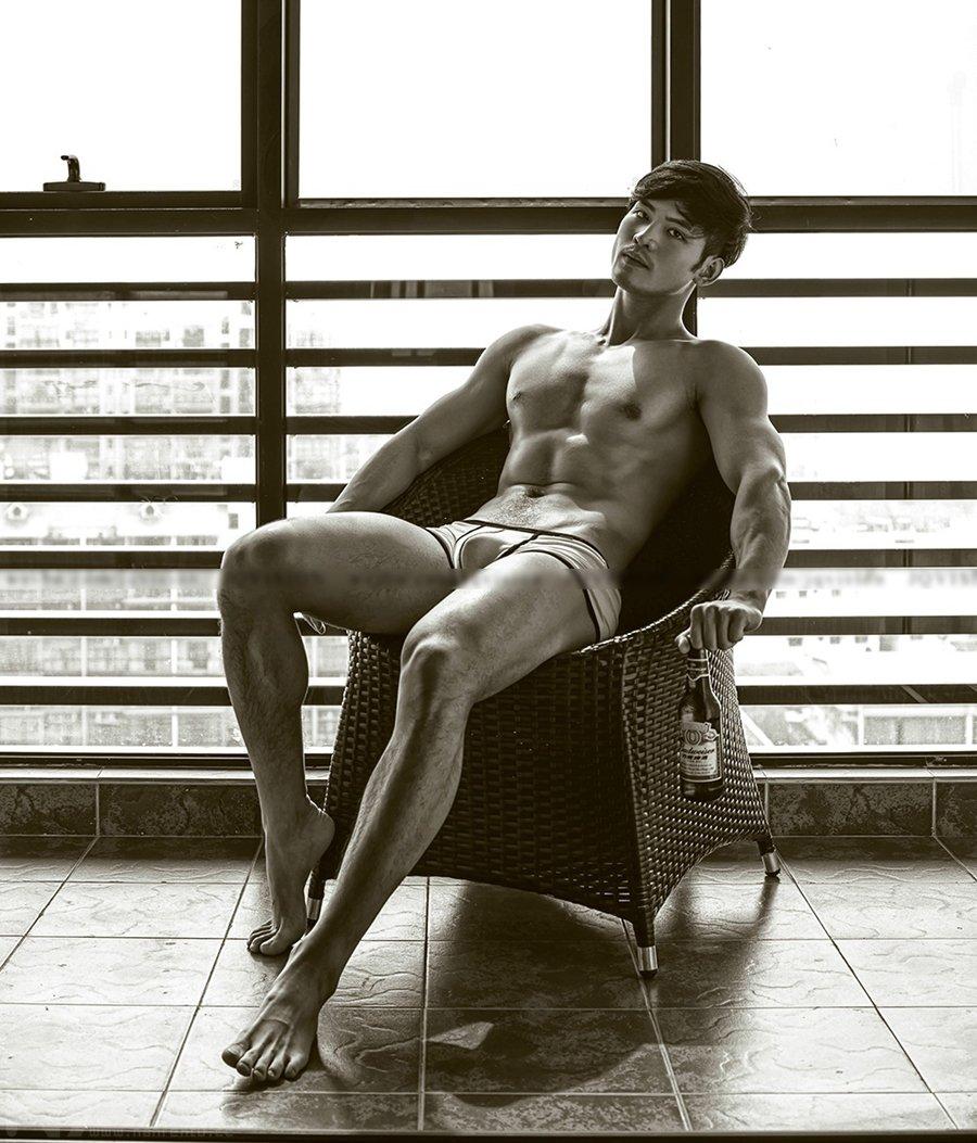 真实肌肉男模摄影图片-帅哥现实生活照