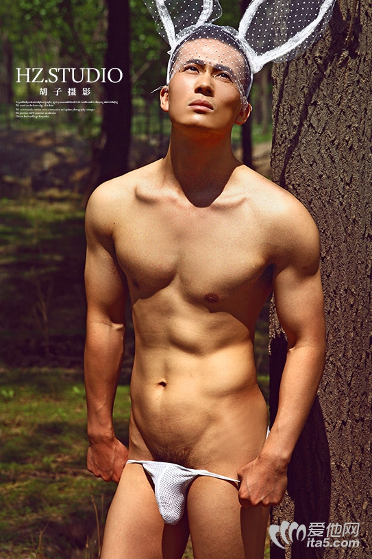 @Mr胡子-胡子摄影-白嫩帅哥偷偷脱下丁字裤 露鸟图
