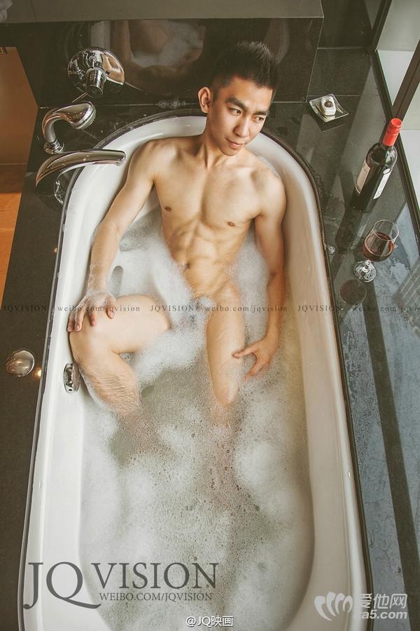 JQ映画摄影作品-洗泡泡浴的腹肌帅哥 帅哥命根子真实图片