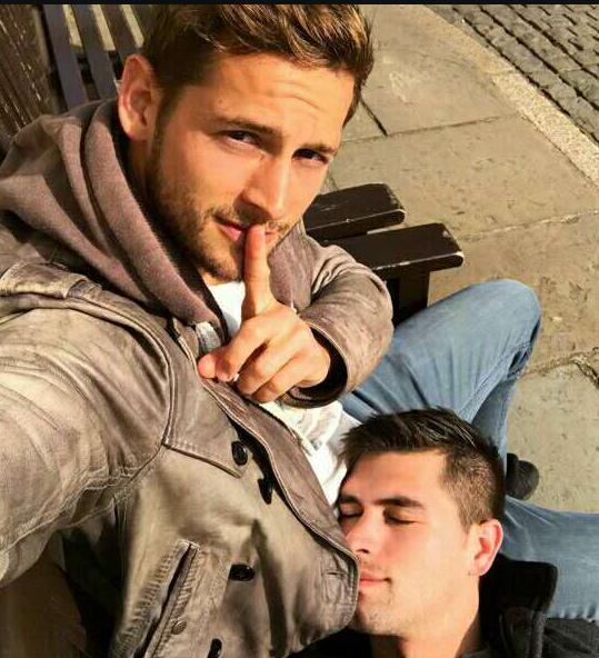 gay导演和现役军人环抱的甜蜜合影,他们实在太般配