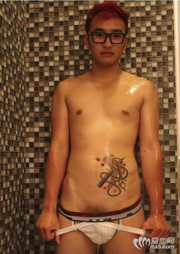 纹身帅哥全裸丁字裤包大鸟-90后帅哥图片网