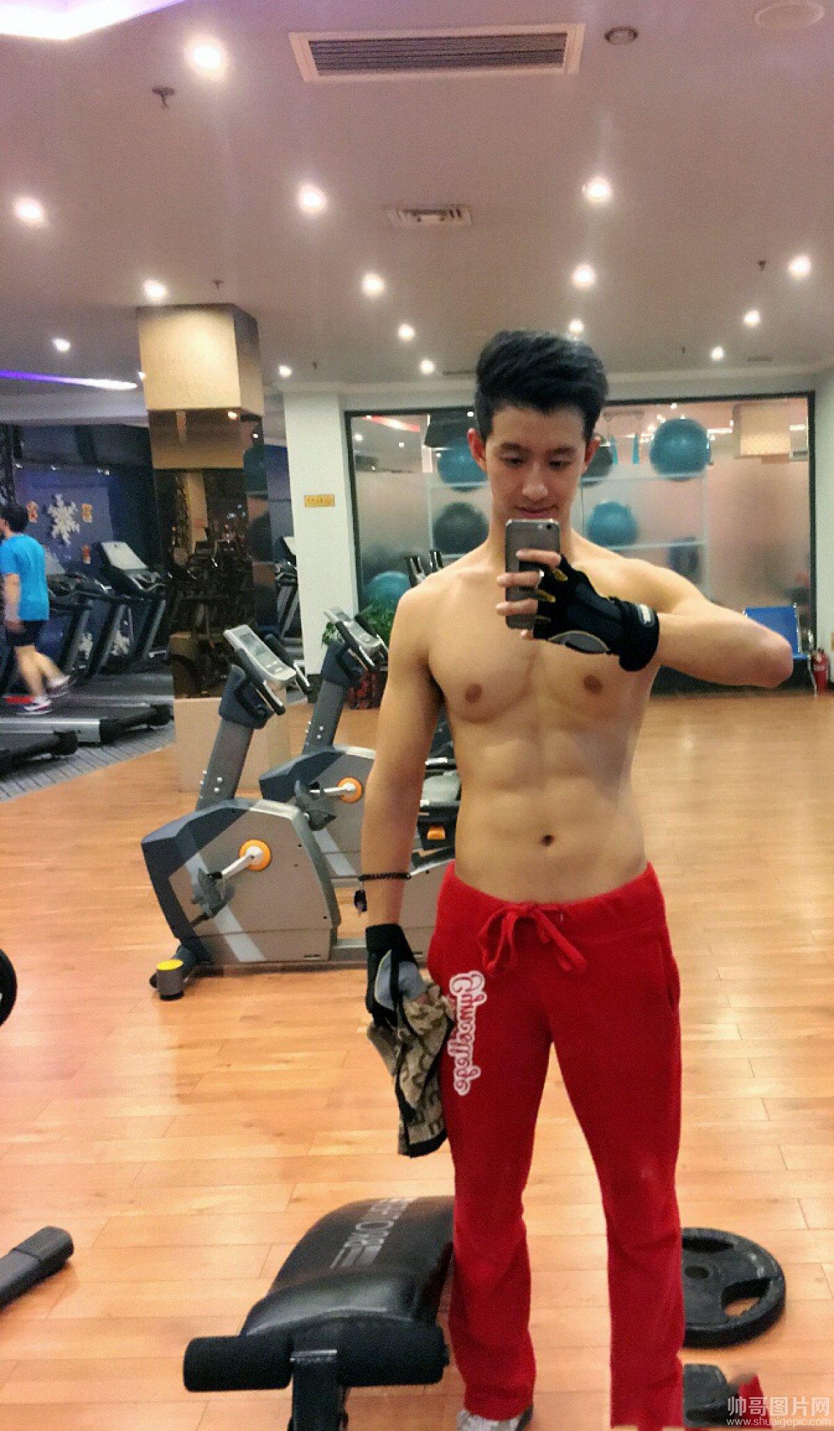 篮球帅哥宇飞的沦陷-北京大学生秀性感腹肌,健身帅哥房健身帅哥照片