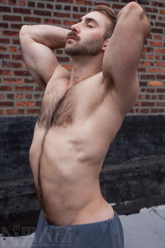 胸毛传-外国男人的胸毛-帅哥丁丁图片 帅哥的大鸟