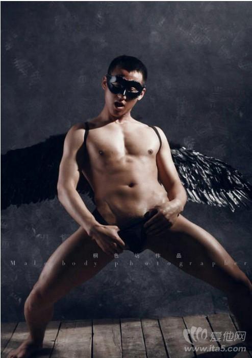 桐色坊男色作品-暗黑天使-年轻赤裸性感男体