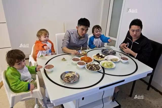 好幸福!这对深圳的同志情侣拥有三个孩子
