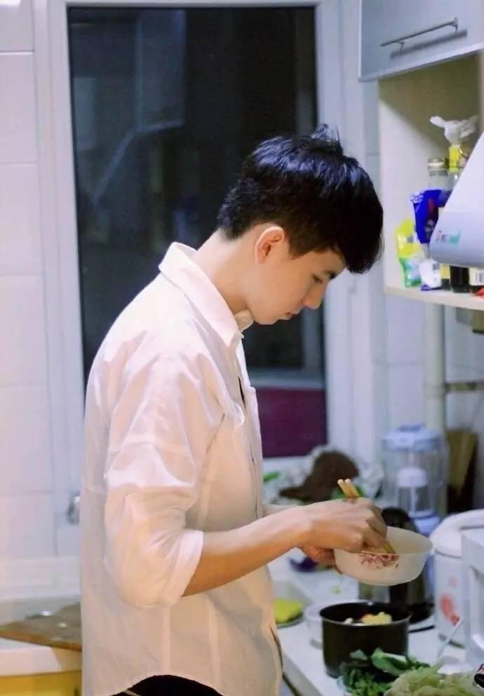 话题:有个会做饭的男朋友是种什么体验?