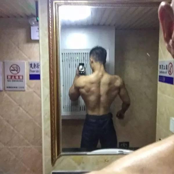 作为肌肉男是什么样的体验?