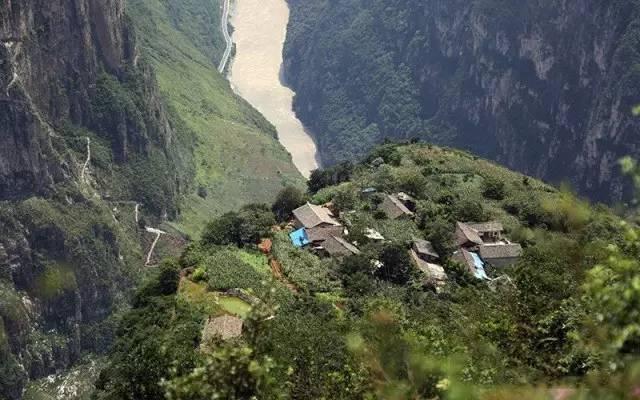 四川有个的村庄!峡谷为梯,绝壁为路,至今还犹如世外桃源般!