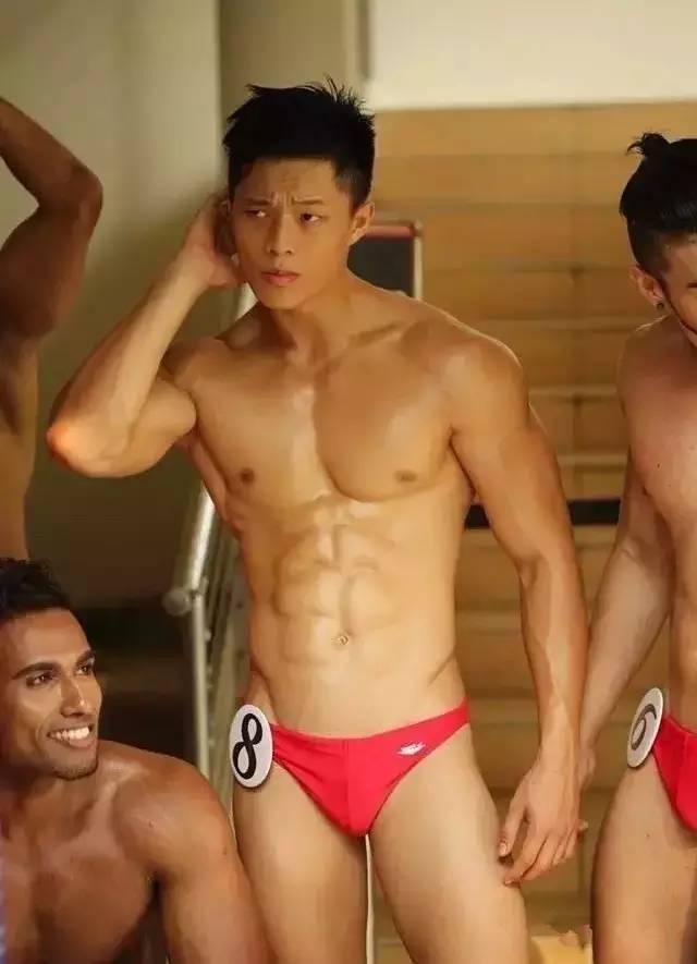 帅哥∣8块腹肌+红内裤 肌肉美男云集 选 秀 还 是 开 后 宫?