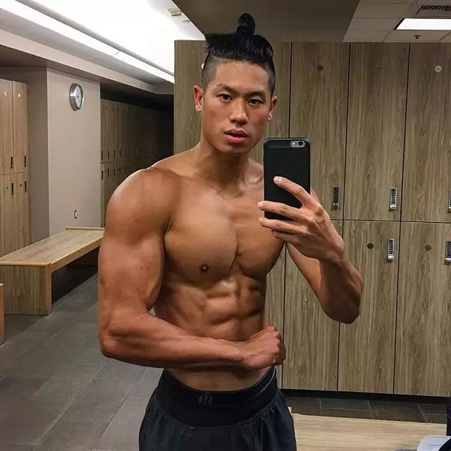 他从瘦子变成肌肉男,太感人,红遍欧美健身圈!