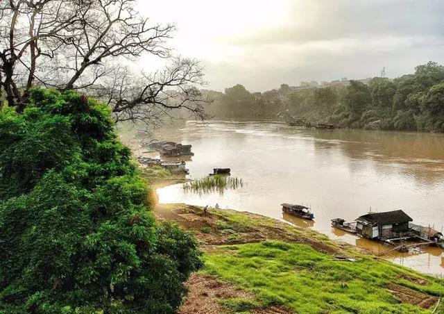 一个敢与桂林比美的边境小城,美的心醉却少有人知,超适合自驾!